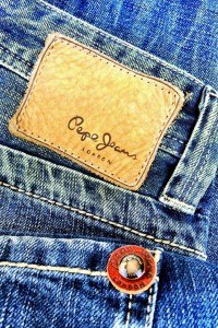 Pepe Jeans London Kingston A23 – เปเป้ ยีนส์ ลอนดอน ขาตรง เอวต่ำ กระดุม ผ้าหนานุ่มสวมใส่สบาย