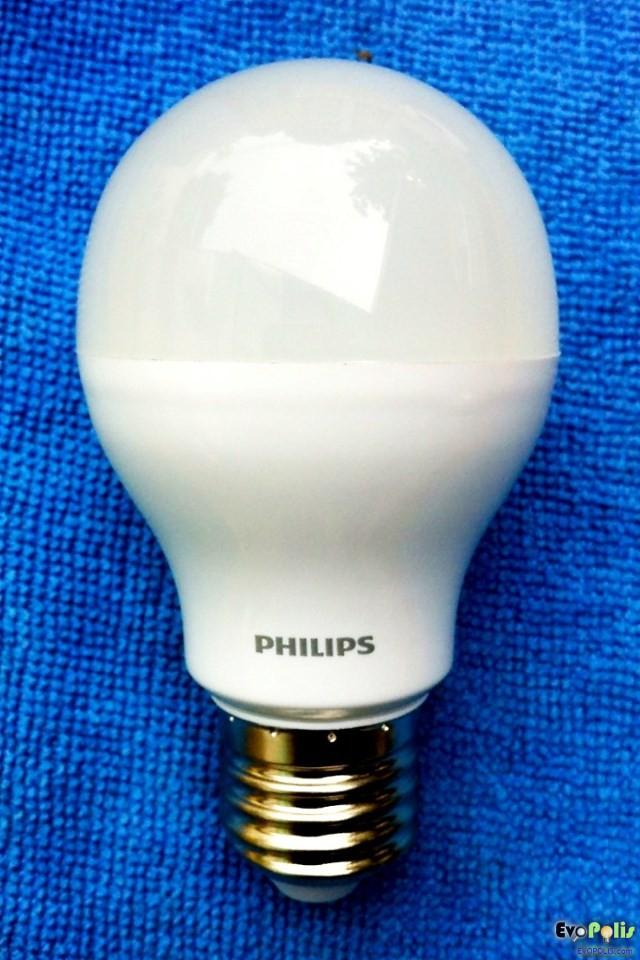 Philips-5W-LEDblub-E27-07