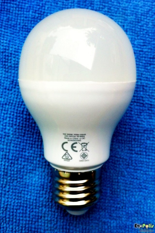 Philips-5W-LEDblub-E27-08