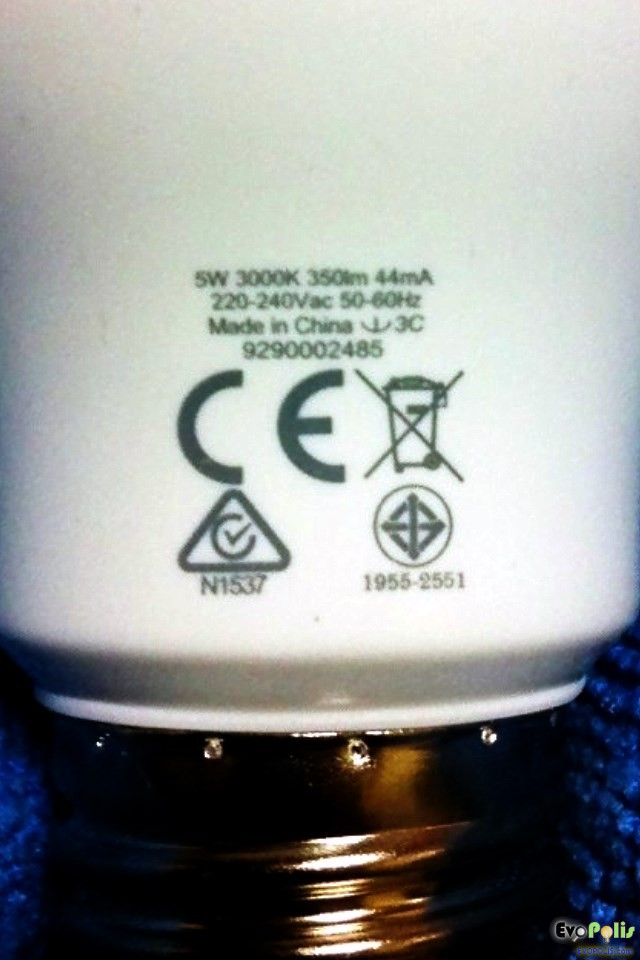 Philips-5W-LEDblub-E27-09