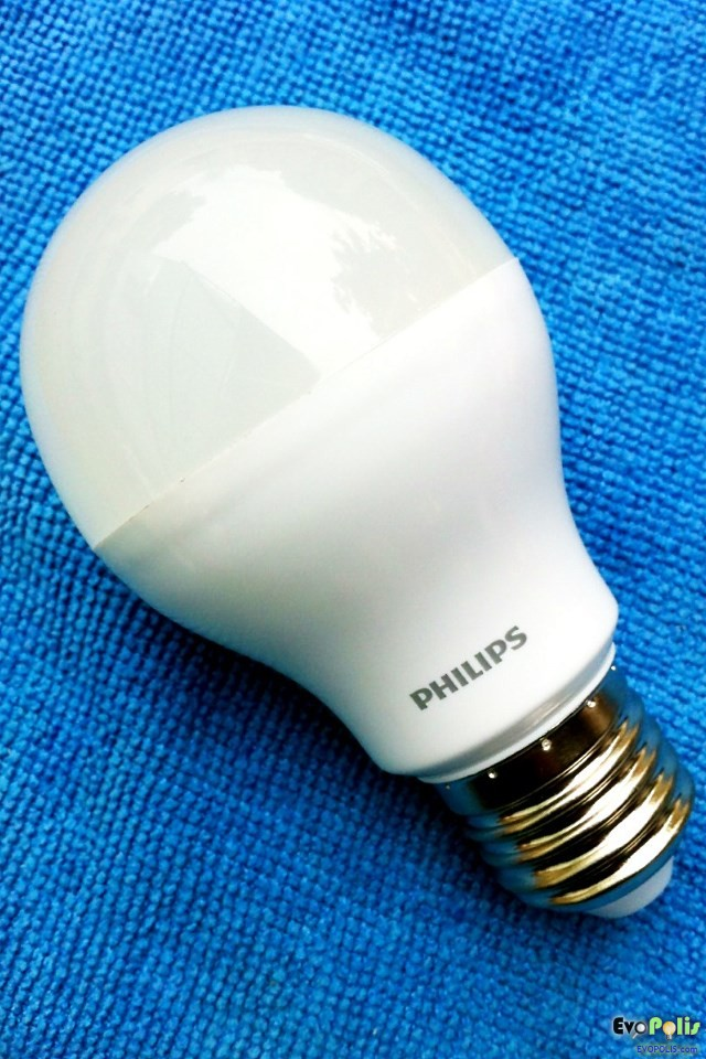 Philips-5W-LEDblub-E27-14