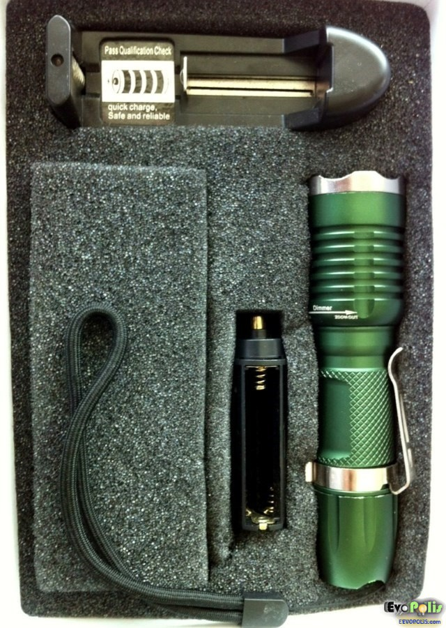 SuperBlight-Zoom-Cree-LED-Flash-Light-Torch-05