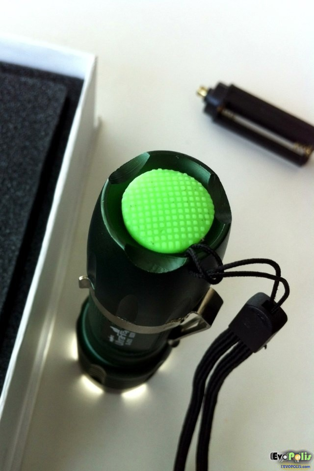 SuperBlight-Zoom-Cree-LED-Flash-Light-Torch-19