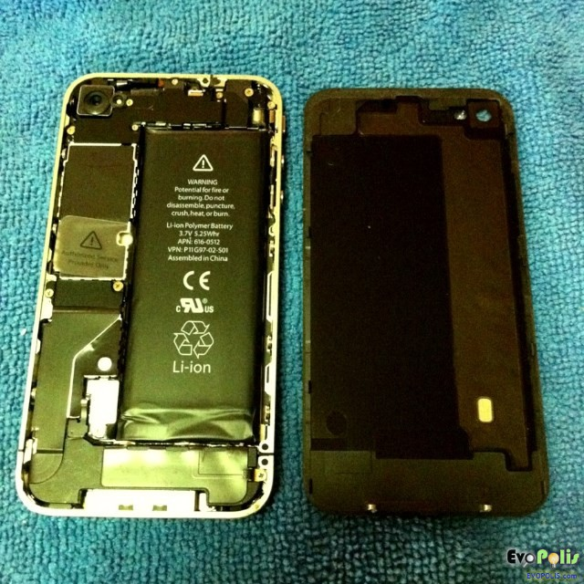 Replace-the-iphone4-4s-battery-09