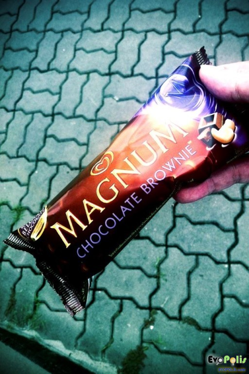 Walls-Magnum-Chocolate-Brownie-01