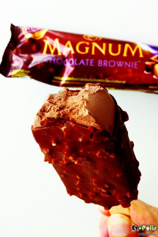 Walls-Magnum-Chocolate-Brownie-08