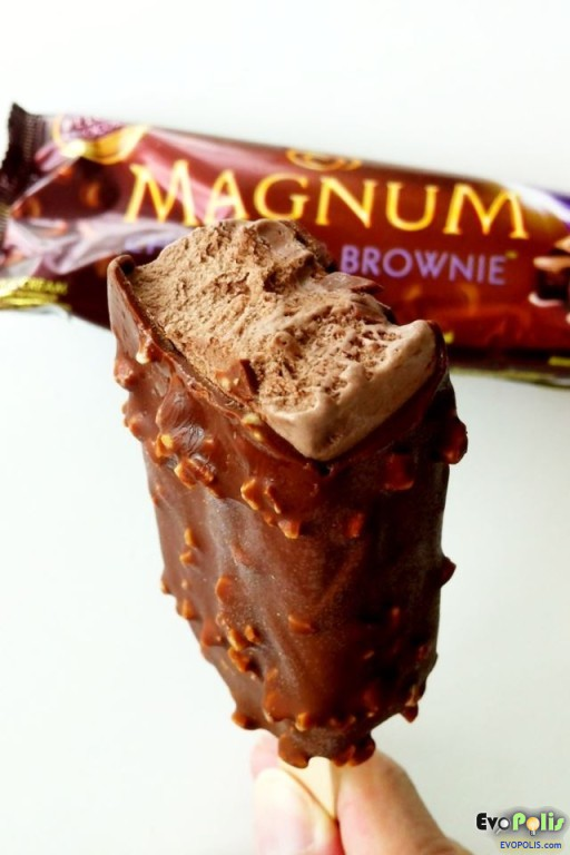 Walls-Magnum-Chocolate-Brownie-09