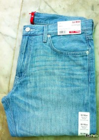uniqlo-light-weight-regular-fit-straight-jeans-01