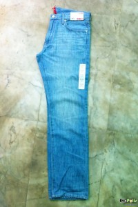 uniqlo-light-weight-regular-fit-straight-jeans-02