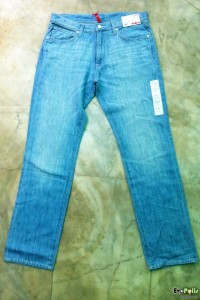 uniqlo-light-weight-regular-fit-straight-jeans-03