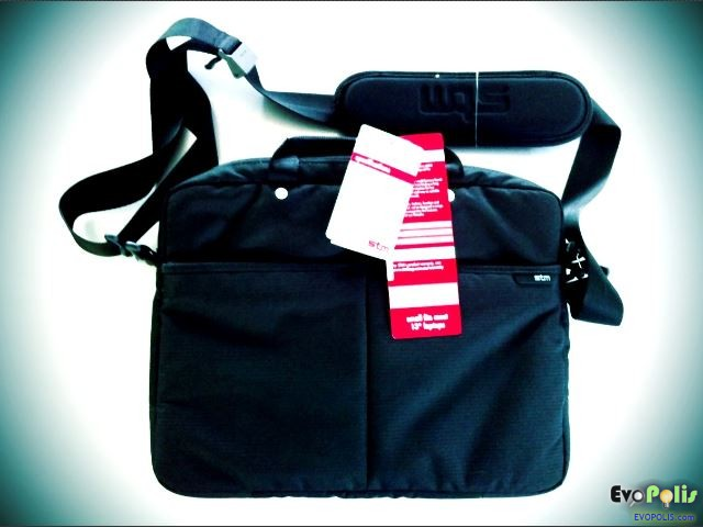 STM - Slim Small Laptop Shoulder Bag - เอสทีเอ็ม กระเป๋าสะพายโน๊ตบุ๊คทรงเข้ารูป คุณภาพเยี่ยม
