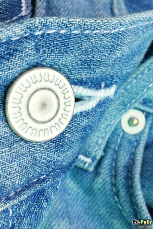 Uniqlo – Light-Weight Regular-fit Straight Jeans – ยูนิโคล่ ยีนส์ขาตรง ผ้านุ่มเบา โปร่งใส่สบาย.